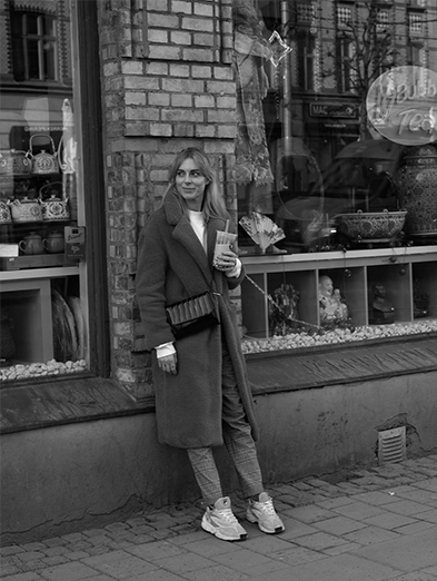 Street style: Christine Friberg having a bubble tea in Foridas, Gothenburg.